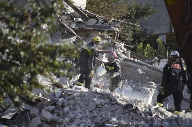 Les pompiers ont retrouvé lundi matin le corps... (PHOTO MARTIN BUREAU, AFP)