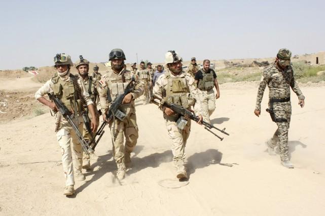 Des volontaires des forces de sécurité iraquiennes participent... (PHOTO ARCHIVES REUTERS/STRINGER)