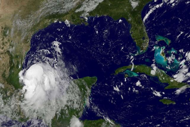 Dollygénérait des vents soutenus de 85 kilomètres/heure et... (Photo NASA, AFP)