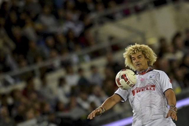 À 53 ans, l'ex-vedette colombienne de football Carlos Valderrama se lance dans... (Photo AFP)