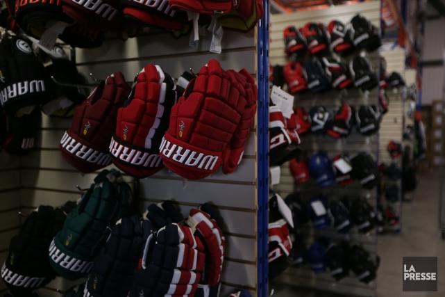 C'est le début de la saison dans le hockey mineur et ça joue dur dans les... (Photo Martin Chamberland, archives La Presse)