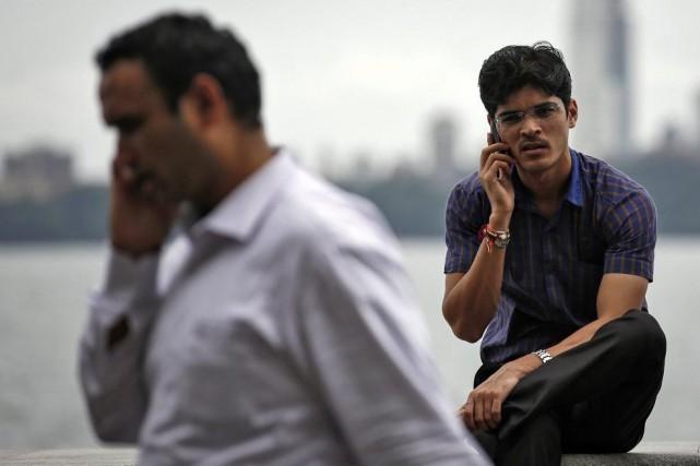 Les ventes de téléphones intelligents dans les pays... (PHOTO DANISH SIDDIQUI, ARCHIVES REUTERS)