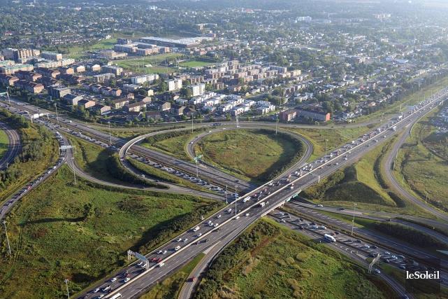 L'intersection des autoroutes Laurentienne et Félix-Leclerc... (Le Soleil, Patrice Laroche avec la collaboration du Complexe Capitale Hélicoptère)