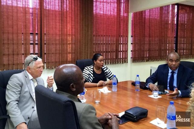Le promoteur Yvon Michel (à gauche) est en... (Photo fournie par Tourisme Haïti)