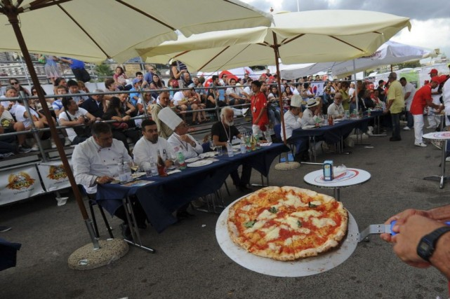 En tout, ce sont 50 pizzerias du monde... (Photo Sonia LOGRE, AFP)