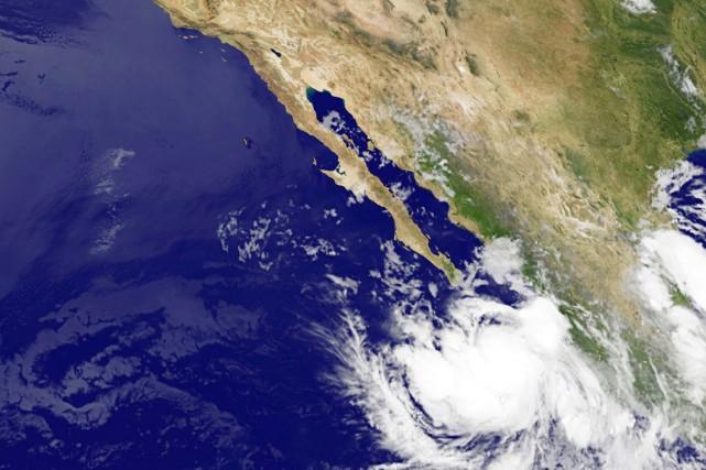 L'ouragan devrait glisser le long de la côte... (IMAGE AFP/NASA)