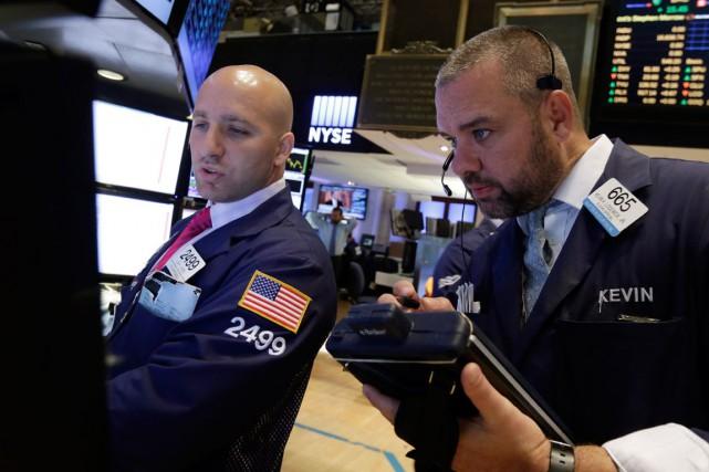 Wall Street a fini en hausse vendredi pour la septième séance consécutive,... (PHOTO RICHARD DREW, ARCHIVES AP)