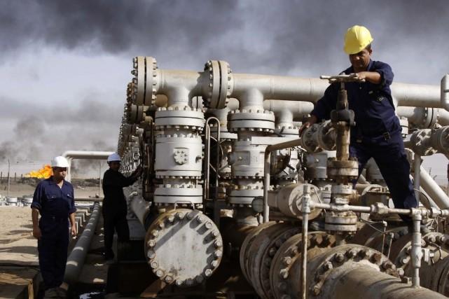 Le champ pétrolier de Rumaila, situé non loin... (Photo Nabil al-Jourani, Archives AP)