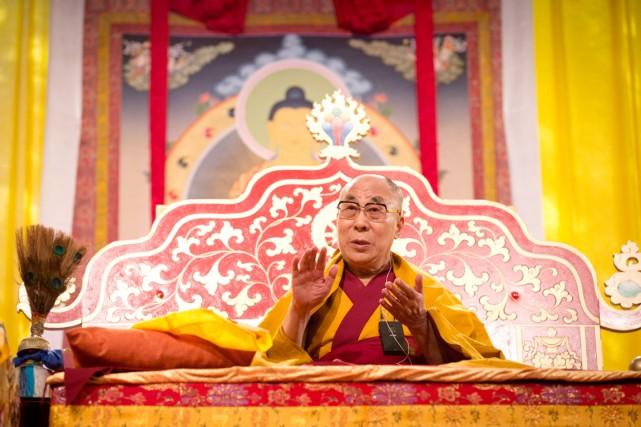 C'est la troisième fois que le dalaï-lama est... (PHOTO CHRISTIAN CHARISIUS, ARCHIVES AFP/DPA)