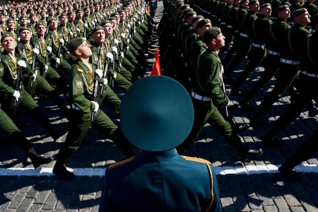 Des soldats russes paradent sur la place Rouge,... (PHOTO KIRILL KUDRYAVTSEV, ARCHIVES AFP)