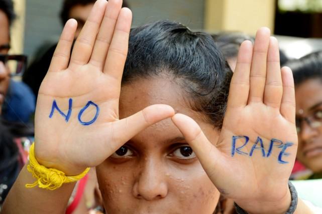 Quelque120 millions de jeunes filles sont victimes de... (PHOTO NOAH SEELAM, ARCHIVES AFP)