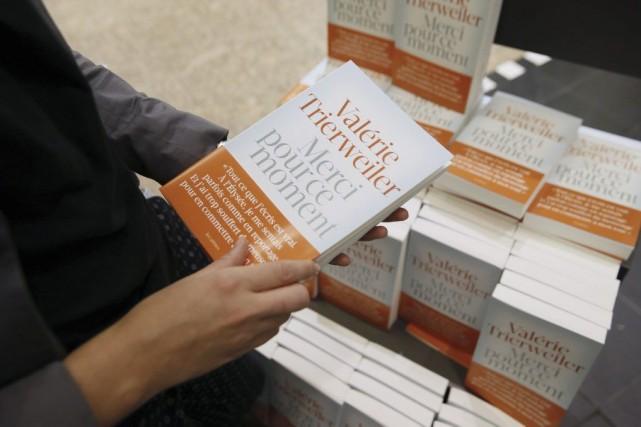 Le livre de Valérie Trierweiler Merci pour ce moment était vendredi... (Photo: AFP)