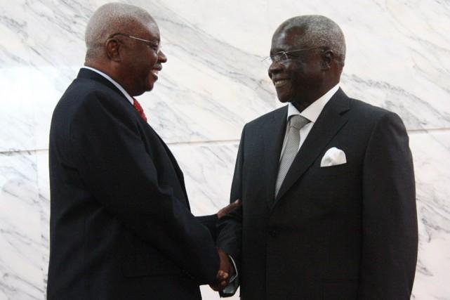 Le président mozambicain Armando Guebuza et le chef... (Photo JINTY JACKSON, AFP)