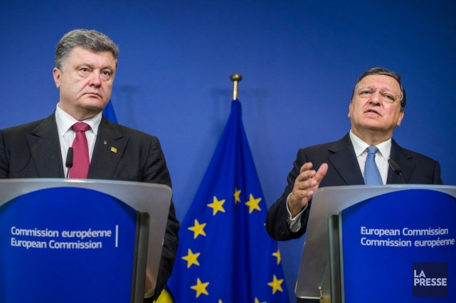 Le président de l'Urkaine Petro Poroshenko et le... (Photo Geert Vanden Wijngaert, AP)