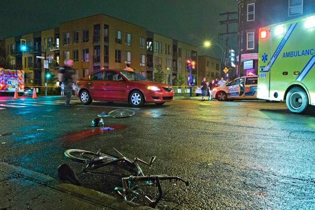La collision s'est produite vers 23h50 à l'intersection... (PHOTO FÉLIX O.J. FOURNIER, COLLABORATION SPÉCIALE)