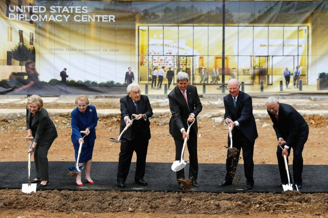 À l'invitation du secrétaire d'État John Kerry, cinq de ses prédécesseurs ont... (Photo Jonathan Ernst, Reuters)