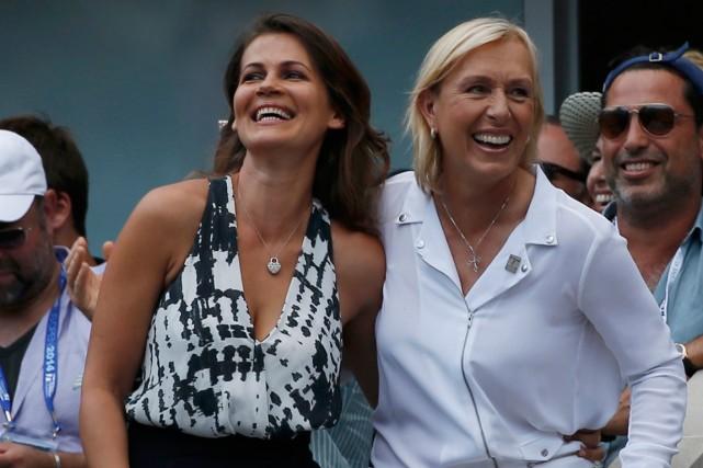 Martina Navratilova, à gauche, a demandé Julia Lemigova... (Photo Mike Segar, Reuters)