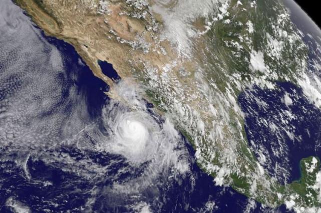 L'ouragan Norbert, qui a causé des pluies diluviennes et d'immenses vagues dans... (Photo AFP)