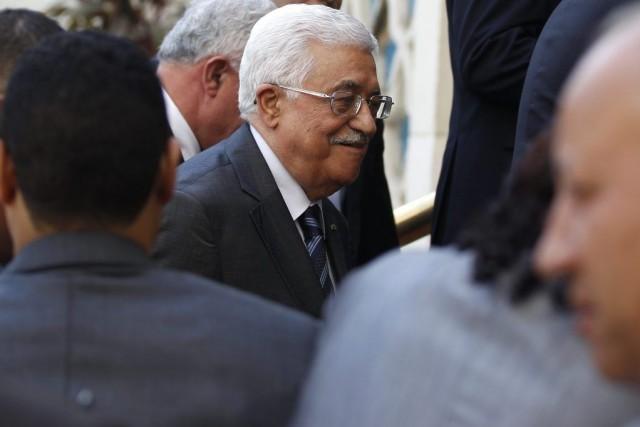 Mahmoud Abbas samedi soir à son arrivée au... (PHOTO MOHAMED ABD EL GHANY, REUTERS)