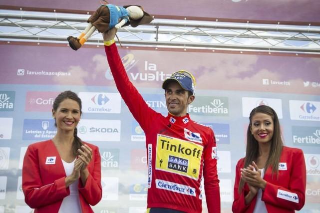 Alberto Contador a conservé le maillot rouge du... (PHOTO JAIME REINA, AFP)