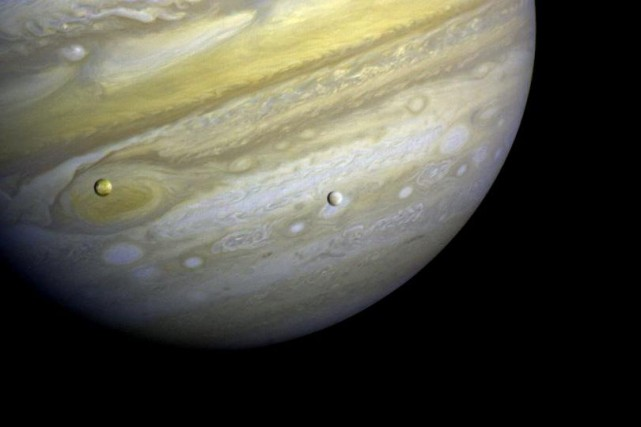 Mystérieuse lune glacée de l'énorme planète gazeuse Jupiter,... (Photo NASA)