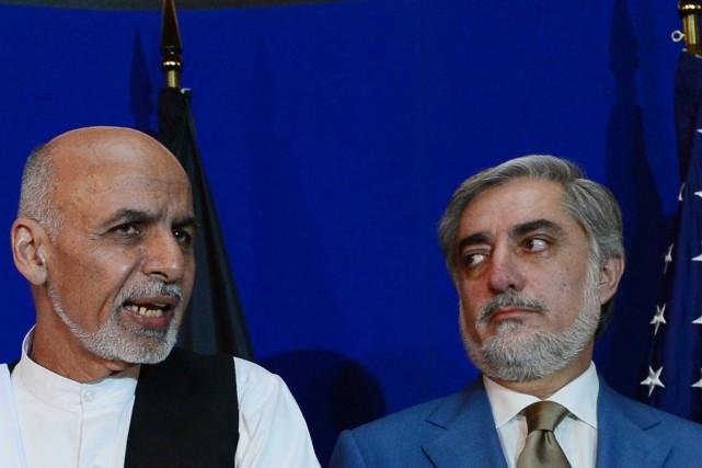 Les deux candidats, Ashraf Ghani (à gauche) et... (PHOTO WAKIL KOHSAR, ARCHIVES AFP)