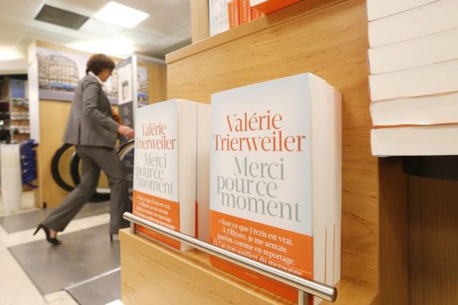 Le best-seller de Valérie Trierweiler, dans lequel l'ex-compagne du président... (Photo: archives AP)