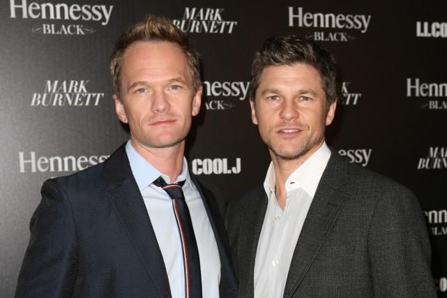 Neil Patrick Harris et David Burtkaforment un couple... (Photo Casey Rodgers, AP)