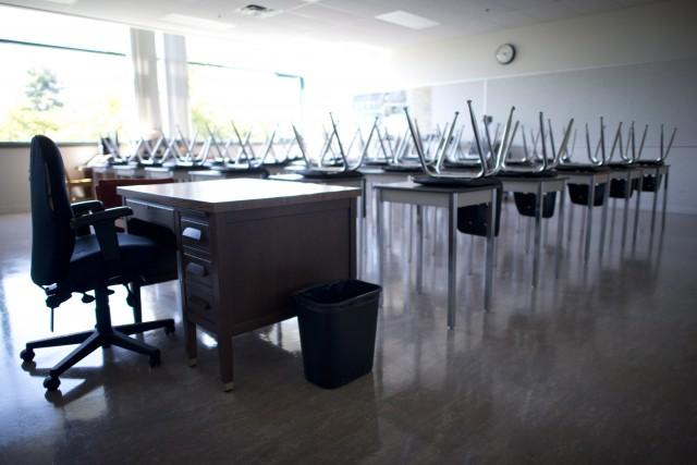 Lundi, des centaines de milliers d'étudiants de l'école... (Photo JONATHAN HAYWARD, PC)