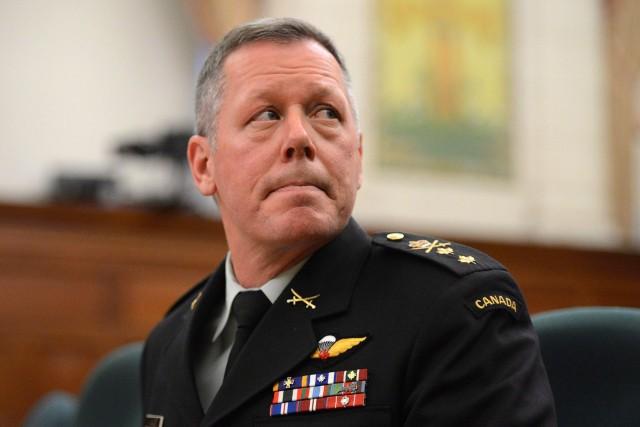 Le lieutenant-général Jonathan Vance, qui a mené les... (Photo Sean Kilpatrick, PC)