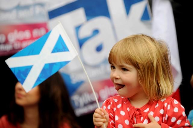 Un nouveau sondage TNS donnait mardi les partisans... (PHOTO LESLEY MARTIN, AFP)