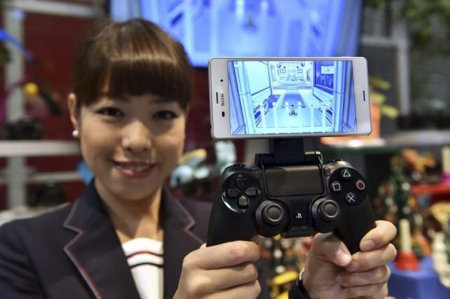 Un téléphone Xperia Z3 de Sony muni d'une... (PHOTO YOSHIKAZU TSUNO, AFP)