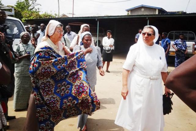 Des soeurs italiennes arriventà Kamenge, au lendemain du... (PHOTO ESDRAS NDIKUMANA, ARCHIVES AFP)