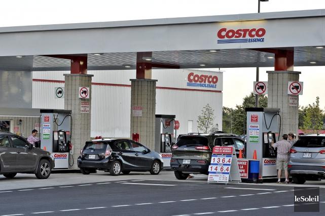 Postes d'essence chez Costco à Québec... (Archives Le Soleil, Patrice Laroche)
