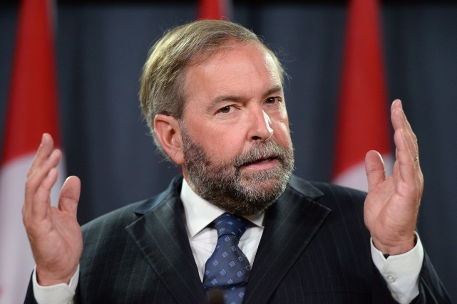 Les néo-démocrates se réunissent dans la cour arrière de Stephen Harper,... (Photo La Presse Canadienne)