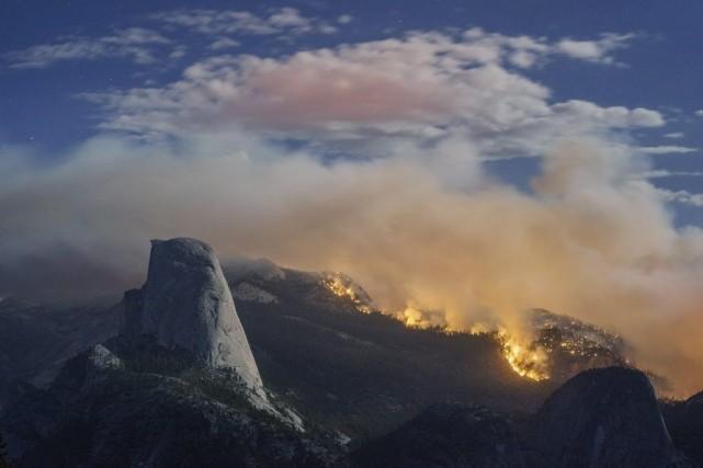 Le brasier s'est étendu sur 1800 hectares et... (Photo: AP)