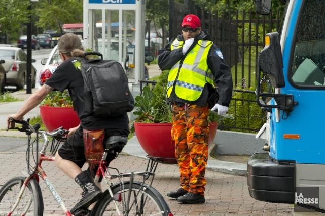 En guise de moyen de pression, les policiers... (PHOTO ALAIN ROBERGE, ARCHIVES LA PRESSE)
