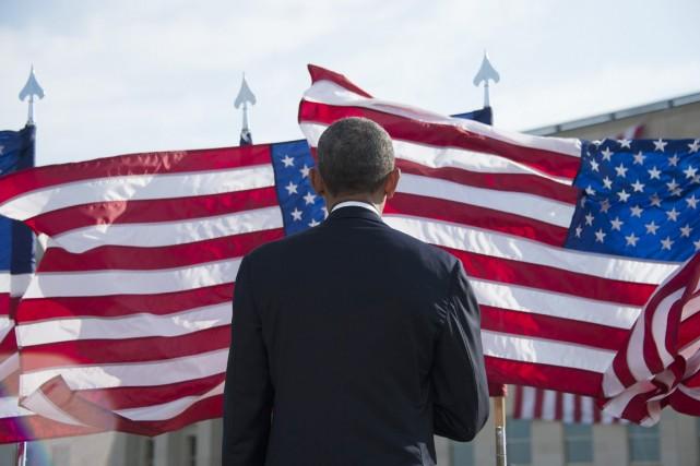 Le président américain se recueille au Pentagone, où... (PHOTO JIM WATSON, AFP)