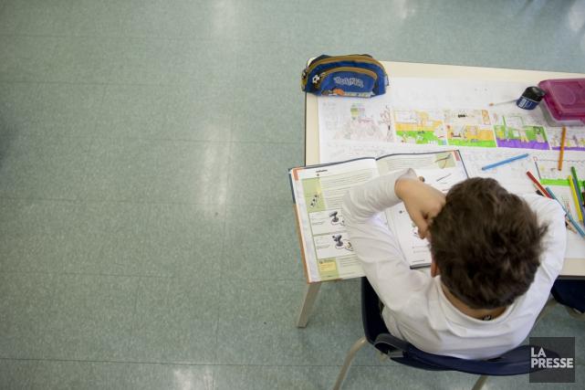 Le programme d'aide aux devoirs sera réduit ou... (Photo David Boily, archives La Presse)