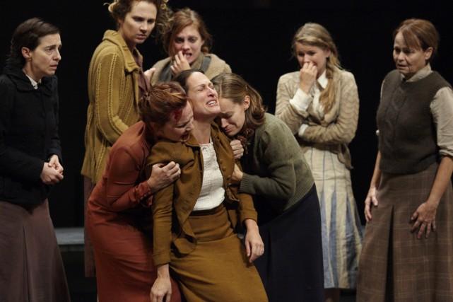 Le jeu de tous fait la force de... (Photo: Marie-Claude Hamel, fournie par le Théâtre de l'Opsis)