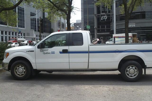 Deux camionnettes gouvernementales de modèle Ford F-150 2010... (PHOTO FOURNIE PAR GRANTUNED AUTOMOBILE)
