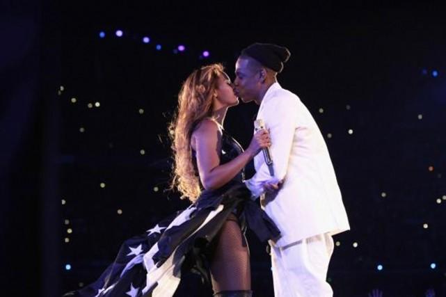 Béyoncé etJayZ ont échangé un baiser sur la... (PHOTO TIRÉE DE TWITTER)