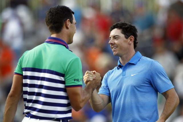 Rory McIlroy (à droite) et Billy Horschel se félicitent... (PHOTO BRETT DAVIS, USA TODAY)