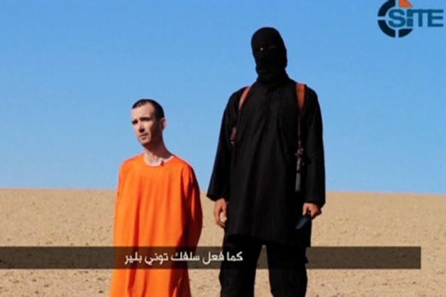 Dans la vidéo revendiquant l'exécution de David Haines,... (PHOTO REUTERS/SITE)