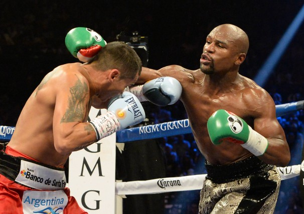 Marcos Maidana et Floyd Mayweather (à droite).... (PHOTO JAYNE KAMIN-ONCEA, USA TODAY)