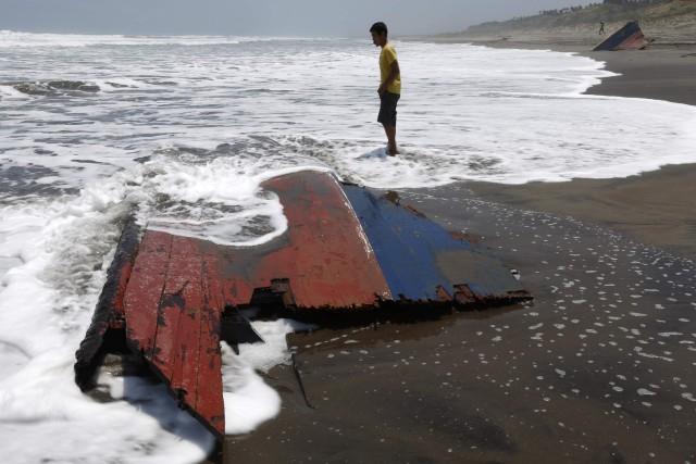 Les accidents de bateaux sont fréquents en Indonésie,... (Photo BEAWIHARTA, Archives Reuters)