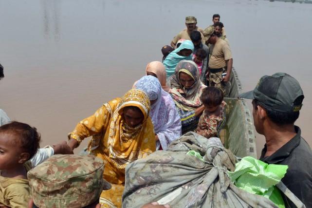Quelque 2,3 millions de personnes ont été touchées... (Photo Arif Ali, AFP)