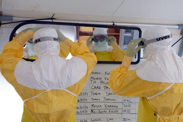 Les infections ont exacerbé les pénuries de professionnels... (PHOTO DOMINIQUE FAGET, AFP)