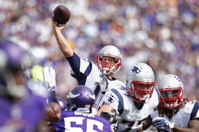 Brady a complété 15 de ses 22 tentatives... (PHOTO BRUCE KLUCKHOHN, USA TODAY)