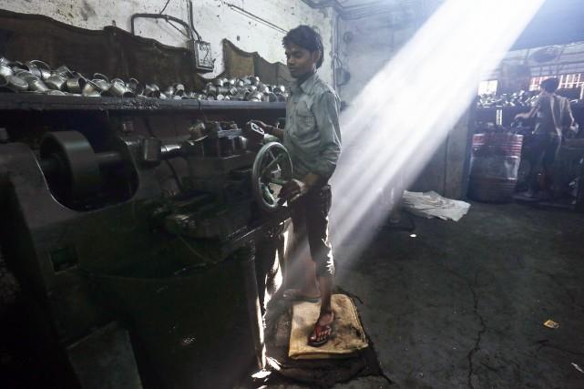 Un travailleur d'une usine d'acier de Tata, en... (Photo Vivek Prakash, Bloomberg)